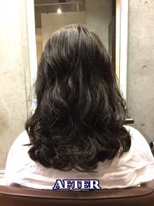 直毛でペタッとしてしまう方にオススメ!ウェーブパーマでボリュームアップヘア