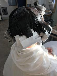 癖毛をまとまるボブにする方法は。。