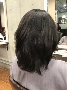 髪のうねりを自然に抑える、ストカール
