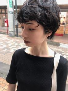 ペタンコ髪に、ボリュームアップのパーマヘア