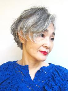 美容師が教えます!グレイヘアの移行期を美しく保つパーマの秘密