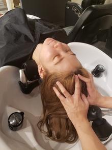 抜け毛がぴたっと止まる?!女性の薄毛を解消し、毛髪を育てる「ヘッドキュア」って?