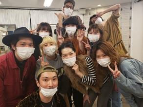 マスクを着けて営業しています♪ We're wearing the masks.
