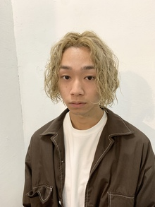 ブリーチ2回の髪の毛にパーマをかけました✂︎